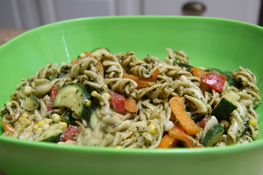 Cold pasta salad with vegetables & pesto